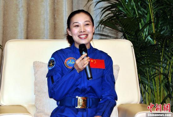 """资料图:""""神十""""女航天员、中国首位""""太空老师""""王亚平。中新社发 孙自法 摄"""