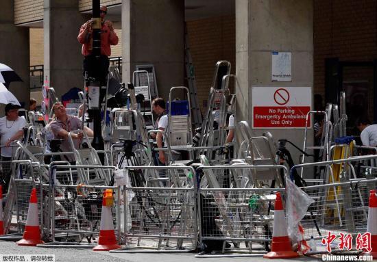 当地时间7月16日,伦敦圣玛丽医院外记者云集。