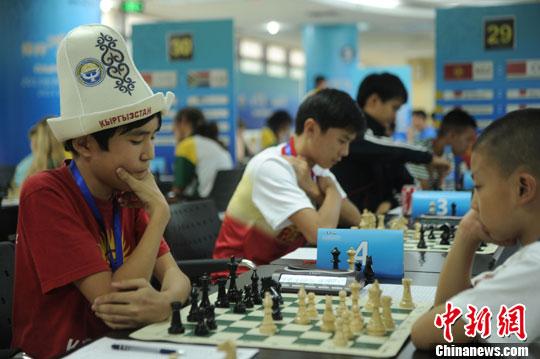 资料图:国际象棋比赛中。陈超 摄
