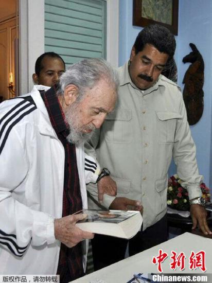 委内瑞拉总统拜访古巴前领导人卡斯特罗 向其贺寿