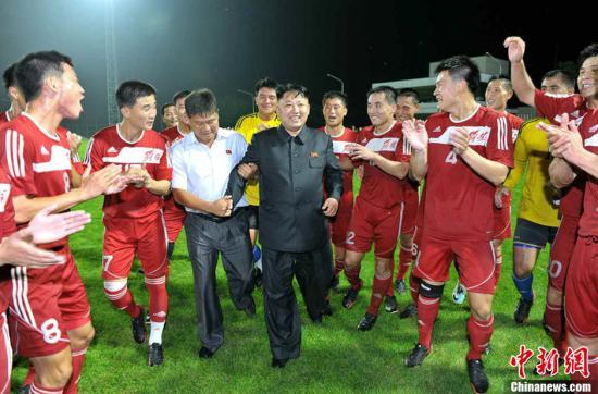 金正恩为朝鲜足球队送人造草皮 运动员受鼓舞