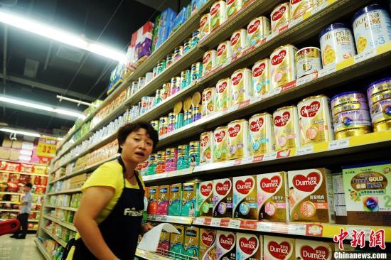 资料图:超市售卖的婴幼儿配方乳粉。<a target='_blank' href='http://www.chinanews.com/'>中新社</a>发 陈超 摄