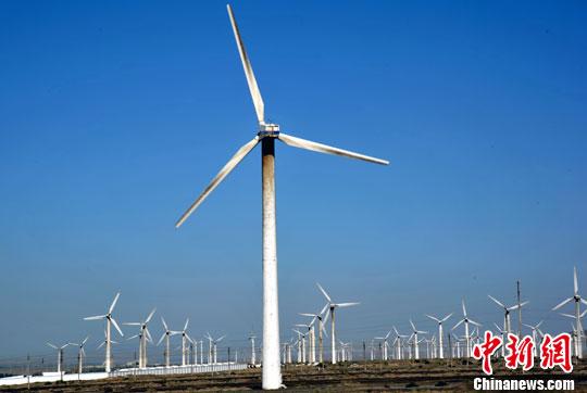 新疆乌鲁木齐前往吐鲁番途径达坂城一处风力发电厂。<a target='_blank' href='http://www.chinanews.com/'>中新社</a>发 孙自法 摄