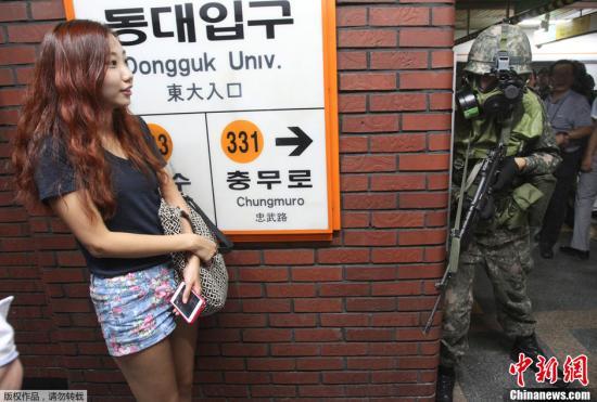 """当地时间2013年8月20日,韩国首尔,韩美""""乙支自由卫士演习""""第二日,韩国地铁举行反恐演习。"""
