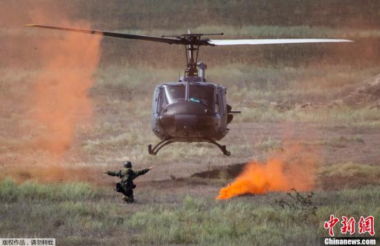 """资料图:当地时间2013年8月22日,代号为""""草原之鹰""""的多国维和演习在哈萨克斯坦南部阿拉木图周边进行。"""