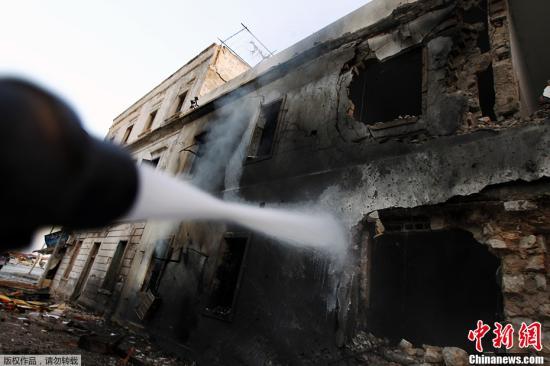 位于利比���|部都��班加西的利比��交�H部大�亲蠼��l作狠�罕�破,形成外大�侵卮笃�摹�