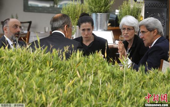 当地时间2013年9月14日,瑞士日内瓦,美国国务卿克里与俄罗斯外长拉夫罗夫持续举行会晤。据美国官员透露,双方正接近就叙利亚化武库存的规模达成共识。