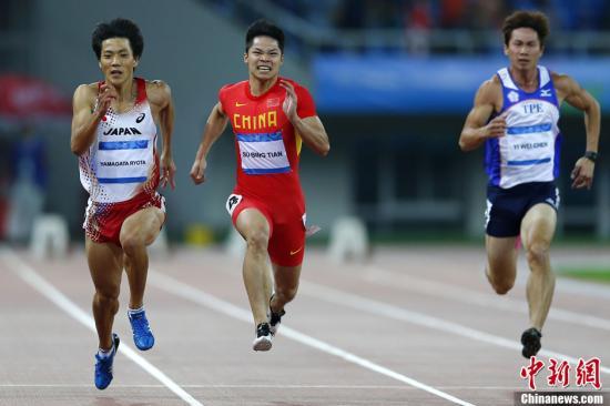 资料图:山县亮太(左)等日本短跑主力选手也将出战本次亚锦赛。中新社发 富田 摄