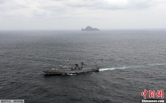 """资料图:韩国""""独岛日"""",韩在周边海域举行联合防御军演。"""