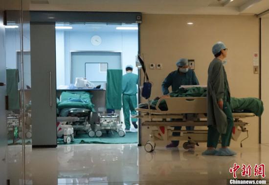 资料图:北京协和医院手术室门口。发 刘关关 摄