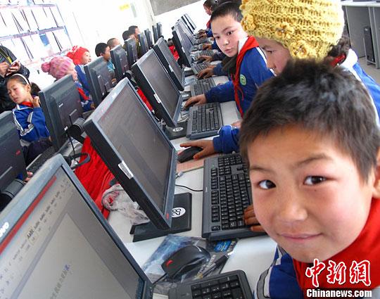 资料图:小学生在上电脑课。<a target='_blank' href='http://www-chinanews-com.lj315.net/'>中新社</a>发 闫文陆 摄