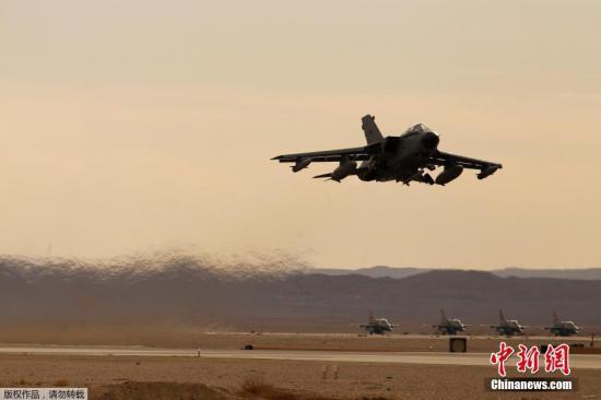 """资料图:2013年11月25日,以色列举行代号为""""蓝旗""""的空战演习,来自美国、希腊和意大利的战机参加了此次空战演习。"""