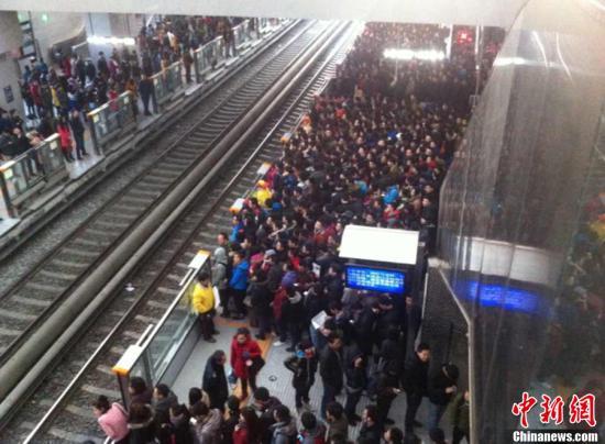 资料图:北京地铁13号线西二旗站。<a target='_blank' href='http://www-chinanews-com.360xumu.com/' >中新网</a>记者 张蕾 摄