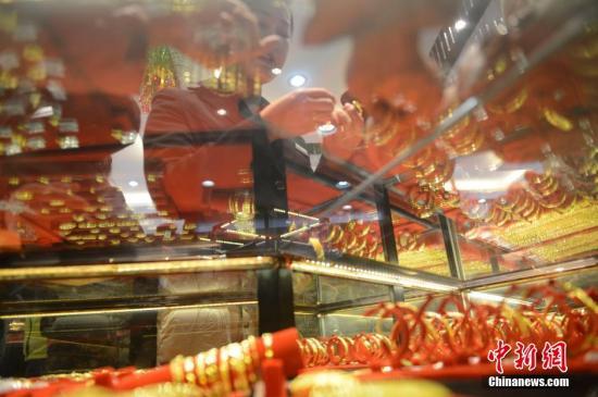 2020年上半年中国黄金产量170.07吨,黄金消费量323.29吨,均同比下降