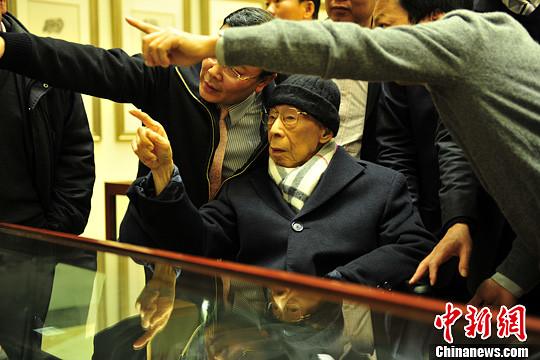 国学大师饶宗颐一代通儒的三面人生