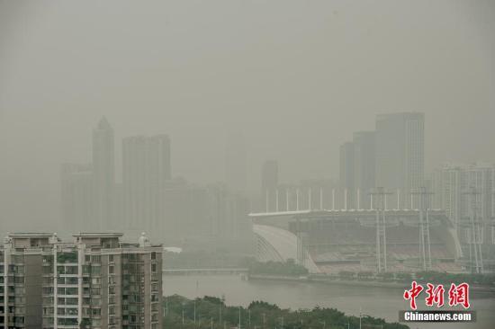 资料图:广州雾霾天气。中新社发 龙宇阳 摄