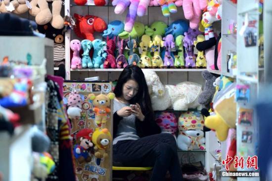 大数据:中国网民人均每周上网27.9小时 你每天上网用多少时间?