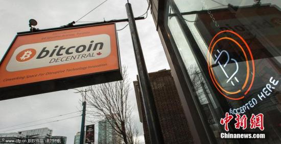 当地时间2014年1月14日,加拿大多伦多,多伦多第一台比特币ATM亮相。它的长相和普通ATM非常相似。据悉,加拿大是对比特币管制最为宽松的国家之一。图片来源:CFP视觉中国