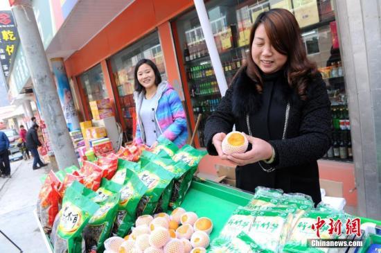陕西省安康市旬阳县小河镇集贸市场。(资料图片) 张远 摄