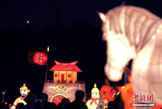 资料图:元宵灯节。/p中新社发 贾国荣 摄