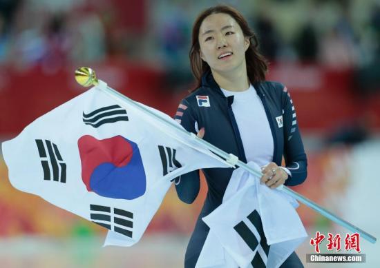 当地时间2月11日,中国选手张虹在索契冬奥会速滑女子500米比赛中获得第四名,王北星排名第七,韩国名将李相花打破奥运会纪录卫冕该项目冠军。图为韩国名将李相花。中新社发 刘关关 摄
