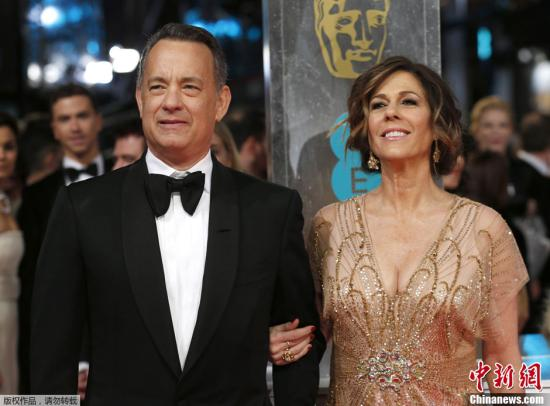 资料图:演员汤姆·汉克斯(Tom Hanks)与妻子丽塔·威尔逊(Rita Wilson)。