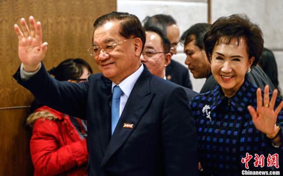 资料图为连战(左)。<a target='_blank' href='http://www.chinanews.com/'>中新社</a>发 张浩 摄