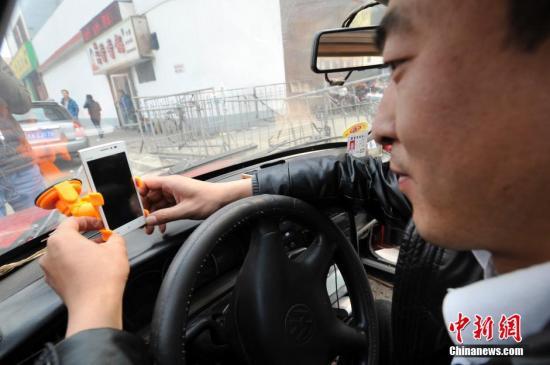 """春节期间服务业出现集中涨价现象 趁机""""打劫""""还是合理调价?"""