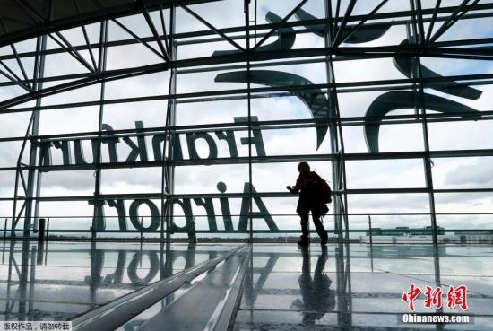 """德国法兰克福机场遭遇""""诈弹""""威胁后疏散 警方逮捕一名嫌犯"""