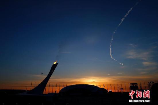 当地时间2月23日,第22届冬季奥运会闭幕式在俄罗斯索契的菲施特奥林匹克体育场举行。图为火炬熄灭后的烟火表演。<a target='_blank' href='http://www.chinanews.com/'>中新社</a>发 富田 摄