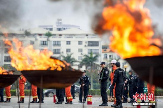 安徽警方地下焚毒近300千克