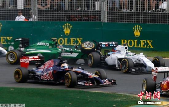当地时间3月16日,2014年F1大奖赛首站、澳大利亚站正赛举行,梅赛德斯车队德国车手罗斯伯格站上了最高领奖台,红牛车队澳大利亚车手里卡多第二,迈凯轮车队新秀马格努森获季军。在软胎圈中,玛鲁西亚车队的比安奇意外熄火,所有车手只能多跑一圈软胎圈。再次发车之后,卡特汉姆车队的日本车手小林可梦伟又与威廉姆斯车队的巴西车手马萨发生了激烈的碰撞,导致两人双双退赛。