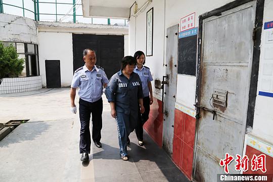 资料图:一名假释罪犯日前被收监执行。中新社发 广东省检察院 供图