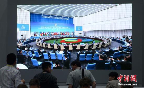 5月21日,亚洲相互协作与信任措施会议第四次峰会在上海世博中心举行,新闻中心直播第一阶段会议画面。中新社发 廖攀 摄