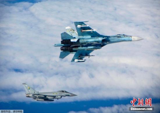 """资料图:英国空军""""台风""""式战斗机在波罗的海附近国际空域拦截俄罗斯战斗机。"""