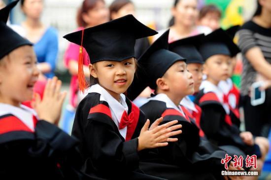 资料图:幼儿园小朋友参加毕业礼。<a target='_blank' href='http://www-chinanews-com.yushuohd.com/'>中新社</a>发 张云 摄
