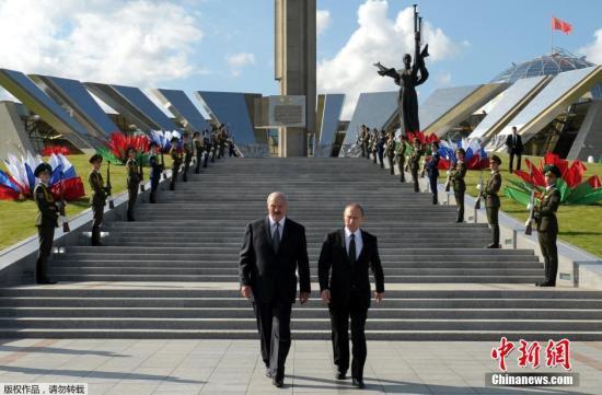资料图:图左为白俄罗斯总统卢卡申科,图右为俄罗斯总统普京。