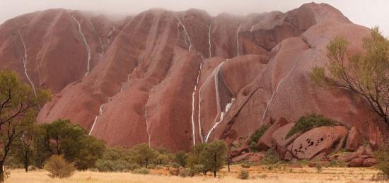 材料图:位于澳年夜利亚北发天北部的天下遗产黑鲁鲁。