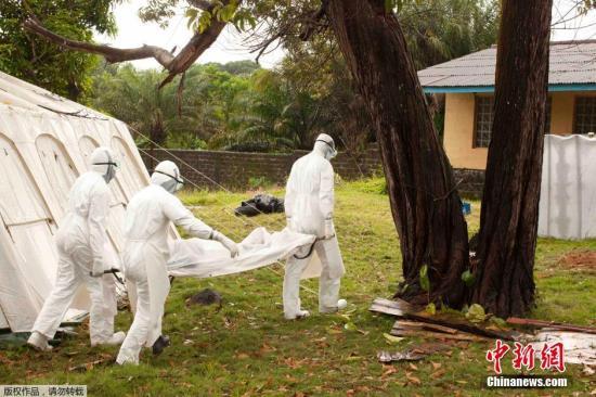 埃博拉改变西非人生活方式:不再握手 不再挤车