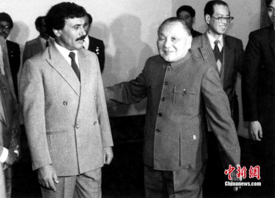 图为1987年12月25日上午,邓小平在北京会见阿拉伯也门总统萨利赫。中新社发 贾国荣 摄