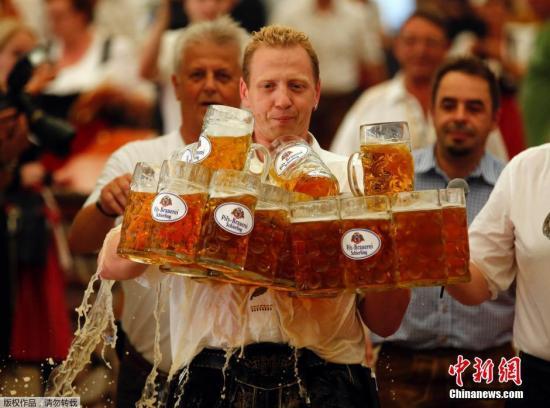 本地工夫9月7日,德国阿本斯贝格,德国人Oliver Struempfl参与比赛,脚端27个一降啤羽觞子前止40米,突破凶僧斯天下记载。