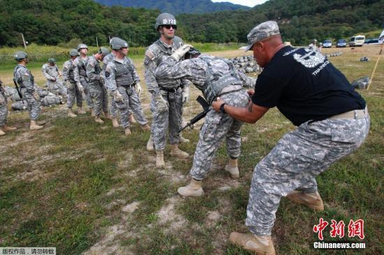 資料圖:駐韓美軍第2師團在美軍營地舉行空中強攻訓練。
