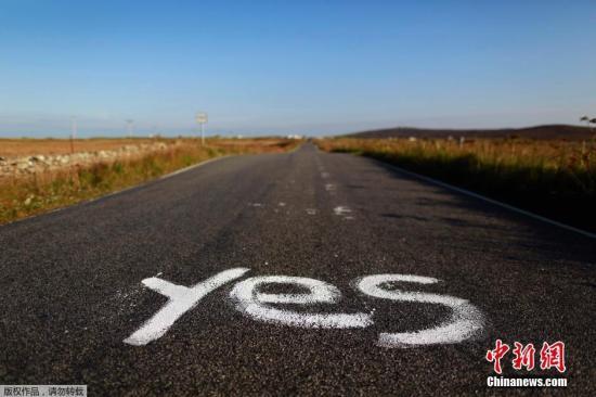 当地时间9月17日,苏格兰独立公投近日倒计时阶段,苏格兰民众用自己的方式在街头巷尾表达对于公投的支持。