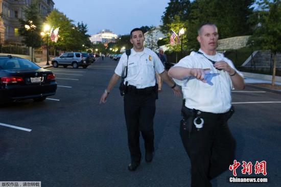 白宫遭闯关特勤人员未开枪放警犬 被指判断失误