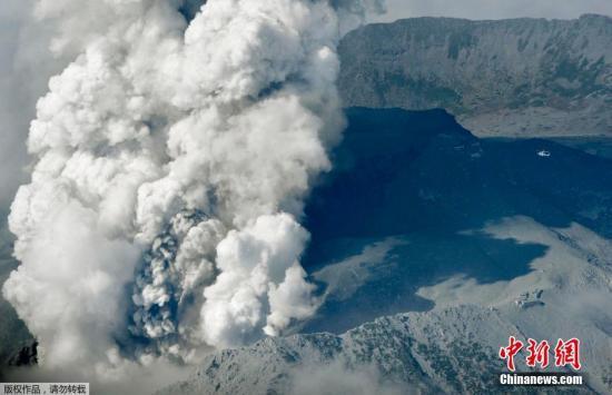 日本发布火山喷发预警 呼吁硫黄山附近民众警惕