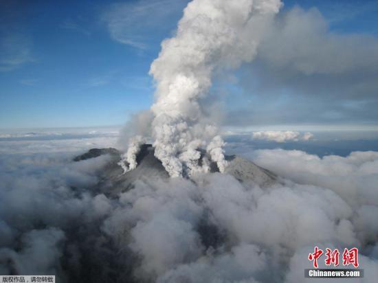 日本御岳山火山喷发死者增至57人 仍有6人失踪