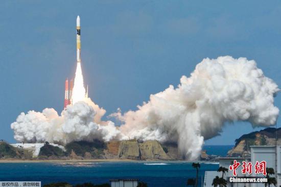 """资料图:2014年10月7日,日本发射""""向日葵8号""""气象卫星。"""