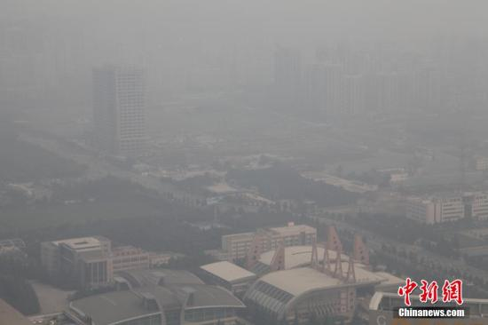 资料图:2014年10月10日,西安连续3天遭遇雾霾空气重污染。中新社发 彭华 摄 图片来源:CNSPHOTO