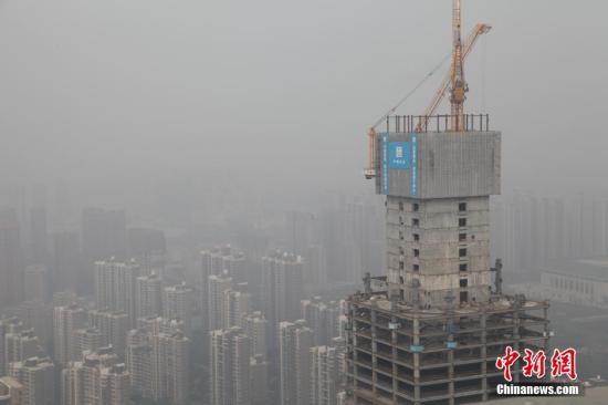 资料图:西安雾霾天气。 中新社发 彭华 摄 图片来源:CNSPHOTO