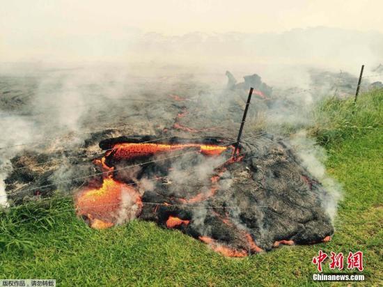 夏威夷火山喷发岩浆危及当地居民 准备紧急疏散